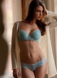 http://www.cherrynudes.com/amber-sym-blue-panties/