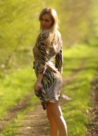 cherrynudes hayley-marie-country-walk