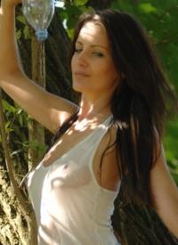 http://www.cherrynudes.com/helen-back-to-nature/
