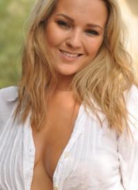 cherrynudes jodie-gasson-cleavage