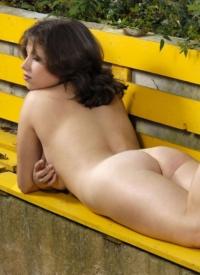 cherrynudes mia-on-the-bench