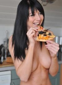 http://www.cherrynudes.com/natalie-thomas-pizza/