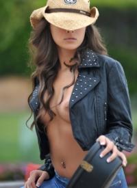 http://www.cherrynudes.com/nina-james-sexy-hobo/