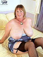 chubbywomengalleries fat thick-granny-spreads-her-buttocks