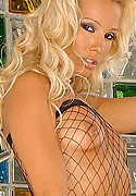 club-sandy net galleries oct2005 sandy_fishnet_blonde