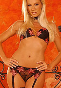 club-sandy net galleries sep2005 sandy_panties_play