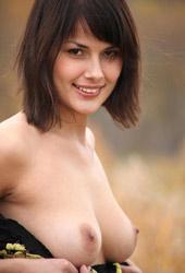 http://www.elitebabes.com/amelie-in-a-field/