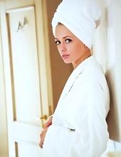 http://www.erotiqlinks.com/galleries/jennifer-mackay-reveals-her-super-hot-body/