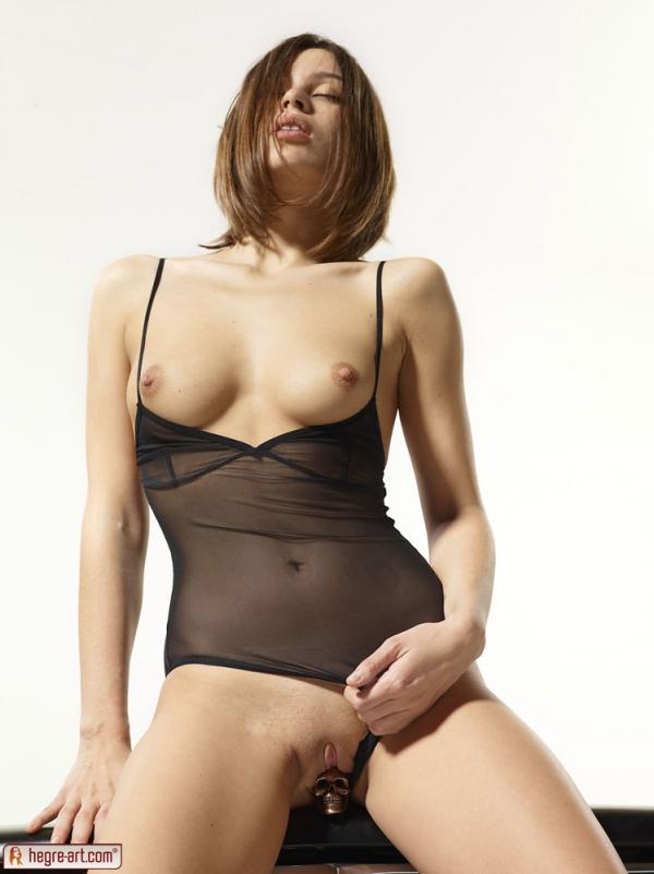 erotiqlinks galleries lingerie-babe-posing-near-a-classic-car 5 jpg
