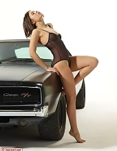erotiqlinks galleries lingerie-babe-posing-near-a-classic-car