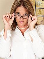 http://www.erotiqlinks.com/tgp/milf/office-milf/index.html