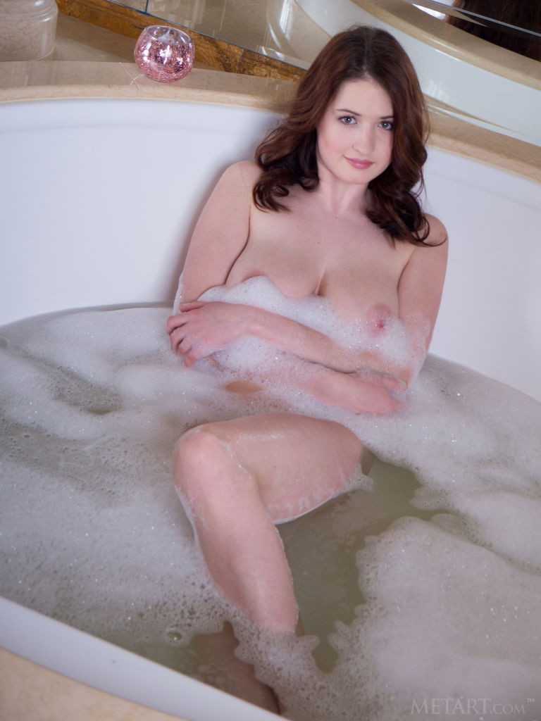 gyrls busty-keita-in-a-jacuzzi