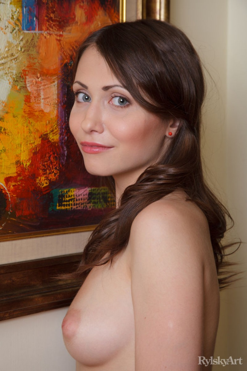 http://gyrls.com/ynesse-hot-brunette-with-a-trimmed-snatch/