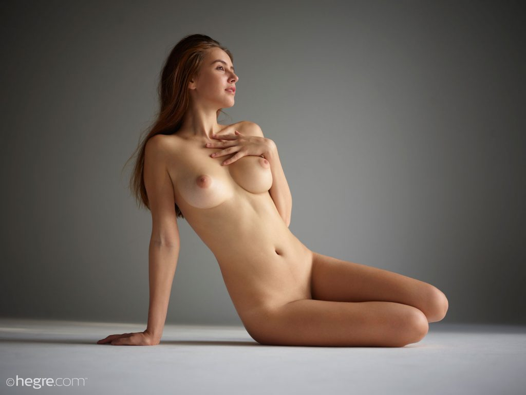 gyrls alisa-perfect-busty-nude-model