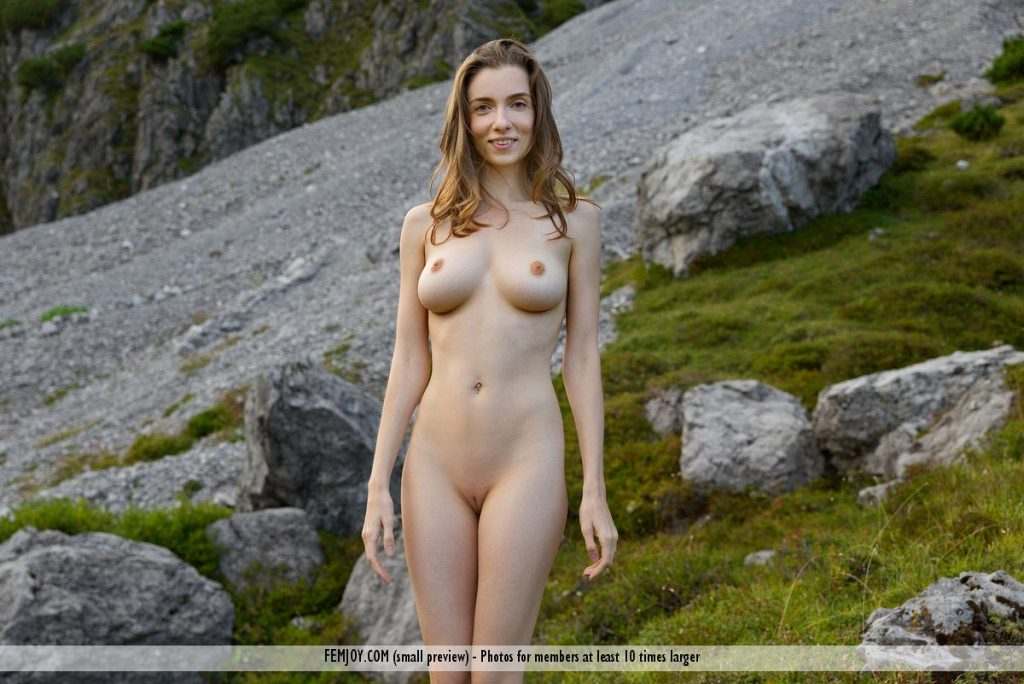 http://gyrls.com/mariposa-perfect-outdoor-model/