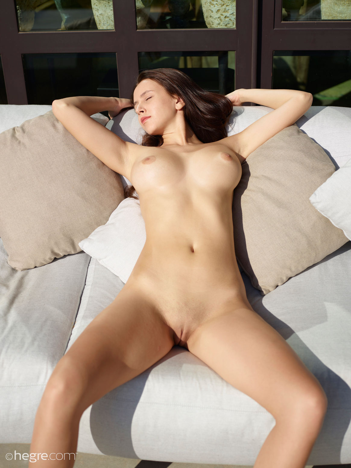 gyrls alisa-lounging-on-a-sunny-day