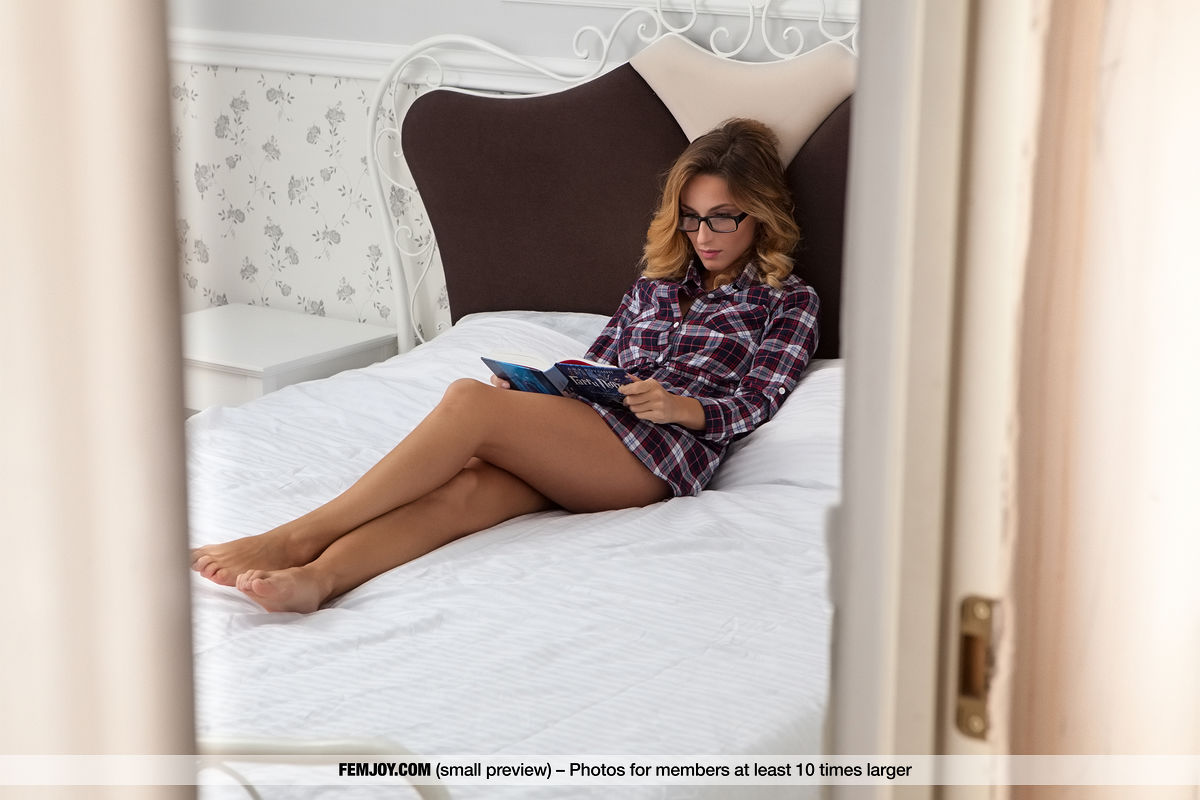 http://www.gyrls.com/cara-mell-beauty-in-the-bedroom/