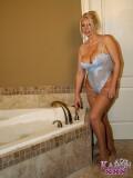 iocash tgp Sexy_Karen blue_lingerie_bath