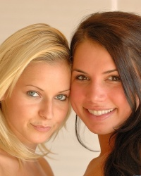 imagepost pictures 2007 12 lena-and-michaela-from-ftv-girls