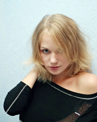 http://www.imagepost.com/pictures/2007/7/anna-smart-round-big-boobies/