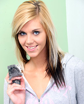 jjgirls photo clubseventeen gorgeous-eyes blue-eyed-teenager-strokes