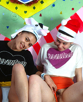 jjgirls photo clubseventeen lesbian-poking lesbian-sweethearts-poking