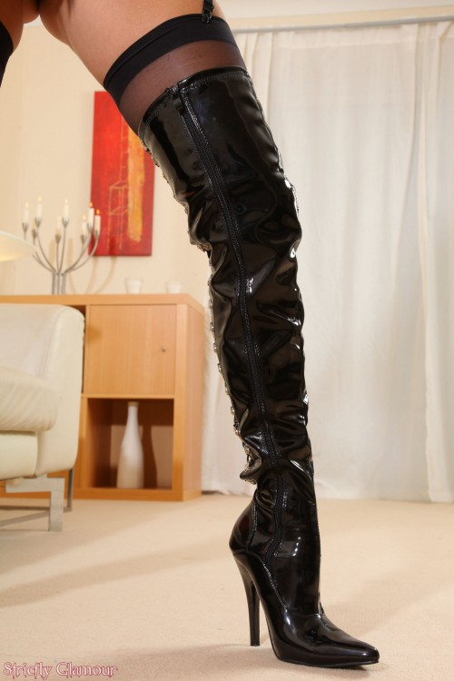 jjgirls photo strictlyglamour hayley-marie-coppin hm-boots