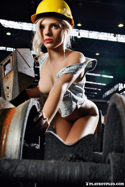 lemmecheck premium lara-kozlicek-croatian-playmate-naughty-on-factory-floor-163711
