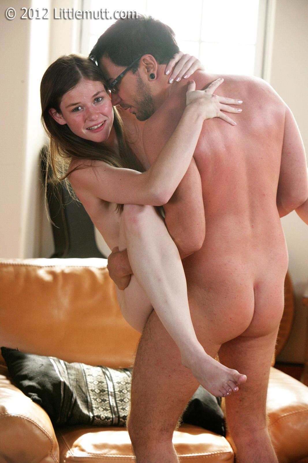 Секс с падчерицей на кухне 11 фотография
