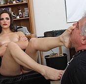 http://www.meanbitchbucks.com/mgalleries/2013/ddavid13/femdomsite.html