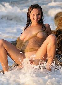 http://www.nextdoormania.com/met-kameliya-beach.php