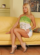 nshoneys hosted1 hh gals adriana-malkova-looking-sexy-on-the-couch  php