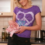 nudereviews blog 2011 07 11 free-porn-gallery-karups-older-women-blond-milf-samantha-snow-strips-naked-kitchen