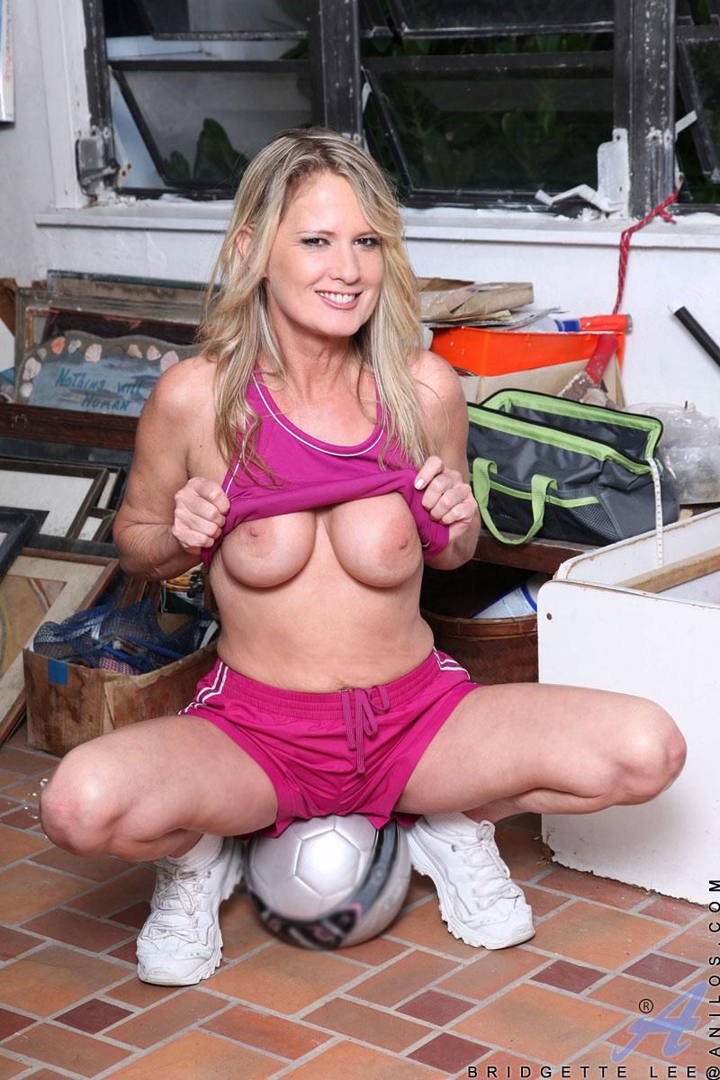 pinksmilfs content anilos galleries bridgette_lee_5_soccer-girl full bridgette_lee_s5-050 jpg