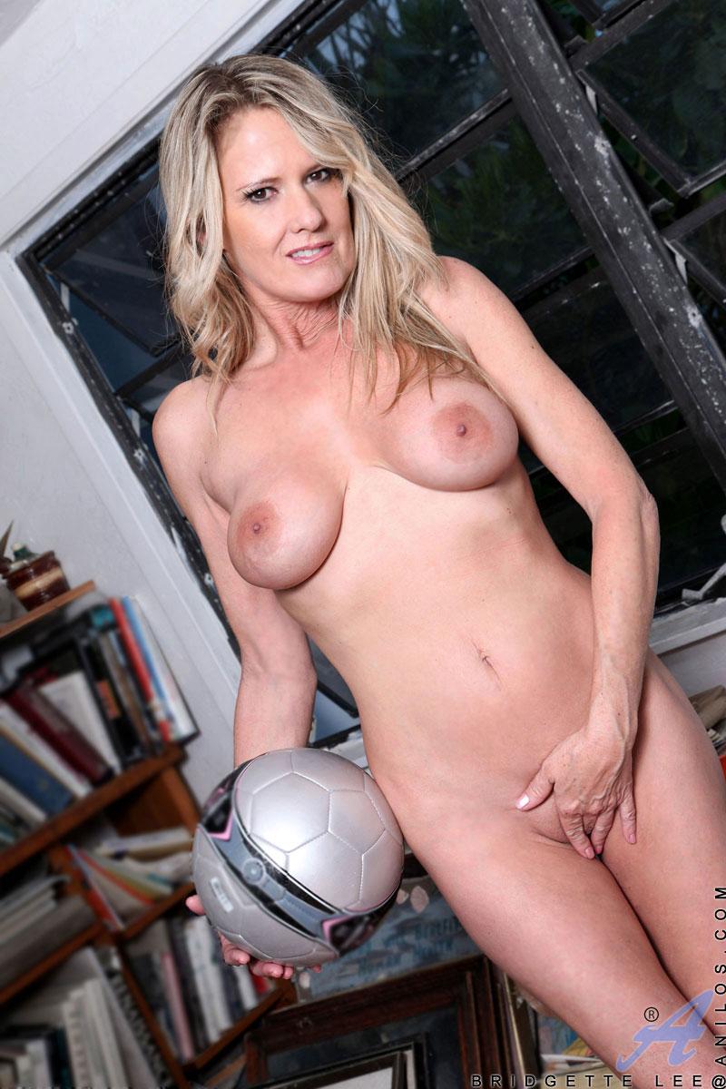 pinksmilfs content anilos galleries bridgette_lee_5_soccer-girl full bridgette_lee_s5-102 jpg