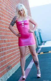 pinkvelvetvault galleries LynnPops LynnPinkLatexDress  php