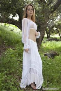 http://www.sexy-models.net/e/erotic-fantasy/erotic-fantasy-beauty-possesses-a-crystal.html