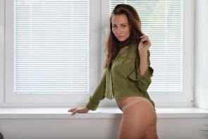 sexy-models net m michaela-isizzu michaela-isizzu-posing-seductively
