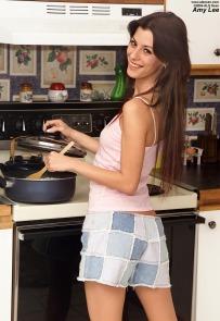 http://www.sexy-models.net/s/sweet-amy-lee/sweet-amy-lee-opens-her-asshole.html