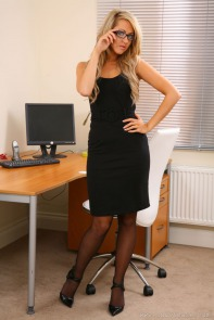 http://sexy-models.net/s/stephanie-knight/stephanie-knight-seductive-secretary.html