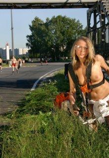 simplenu metart 625-playful-babe-does-a-naked-bike-ride