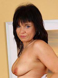 http://www.smutfun.com/model4609/older.htm