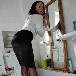 stockingblog 2011 04 21 foxy-marlyn-lindsay-in-black-nylons