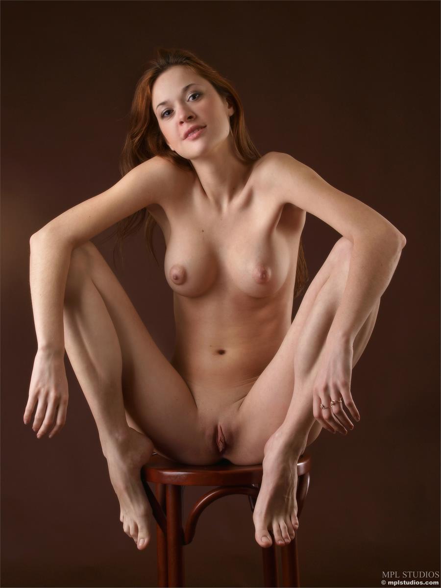 Фотосессии голых девушек в студии 8 фотография