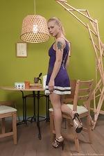 wearehairyfree models Darina_Nikitina Darina_Nikitina_strips_and_masturbates_after_food