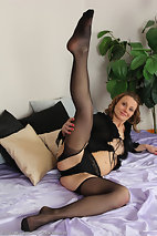 xxxpicsarchive bonde-and-horny-suzy-losson-slips-off-her-black-lingerie-and-4410