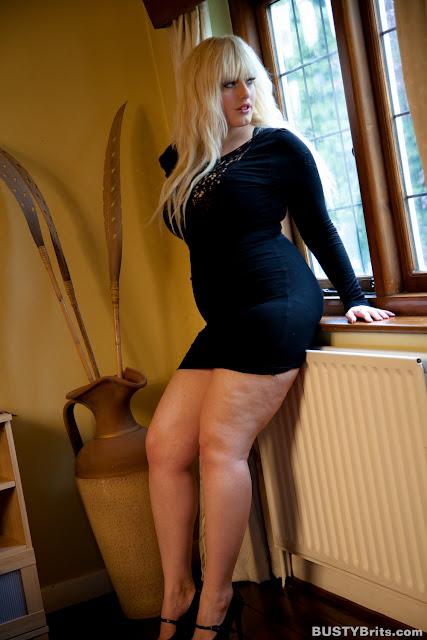 http://morequeensizedbeauties.blogspot.no/2012/12/raphaella-lily.html?zx=f3f2cd3512155024