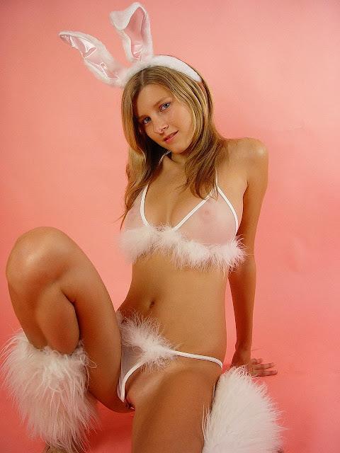 daeronxdivas blogspot au 2013 09 busty-j-flo-iv-cute-bunny-girl
