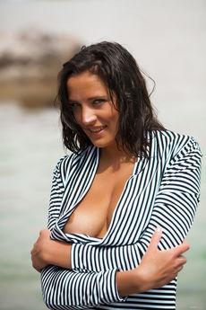 http://fhg.eroticbeauty.com/2015-12-15/WATERSIDE_1/