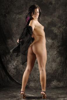 fhg eroticbeauty 2017-10-31 PRESENTING_RIHANNA_SAMUELES